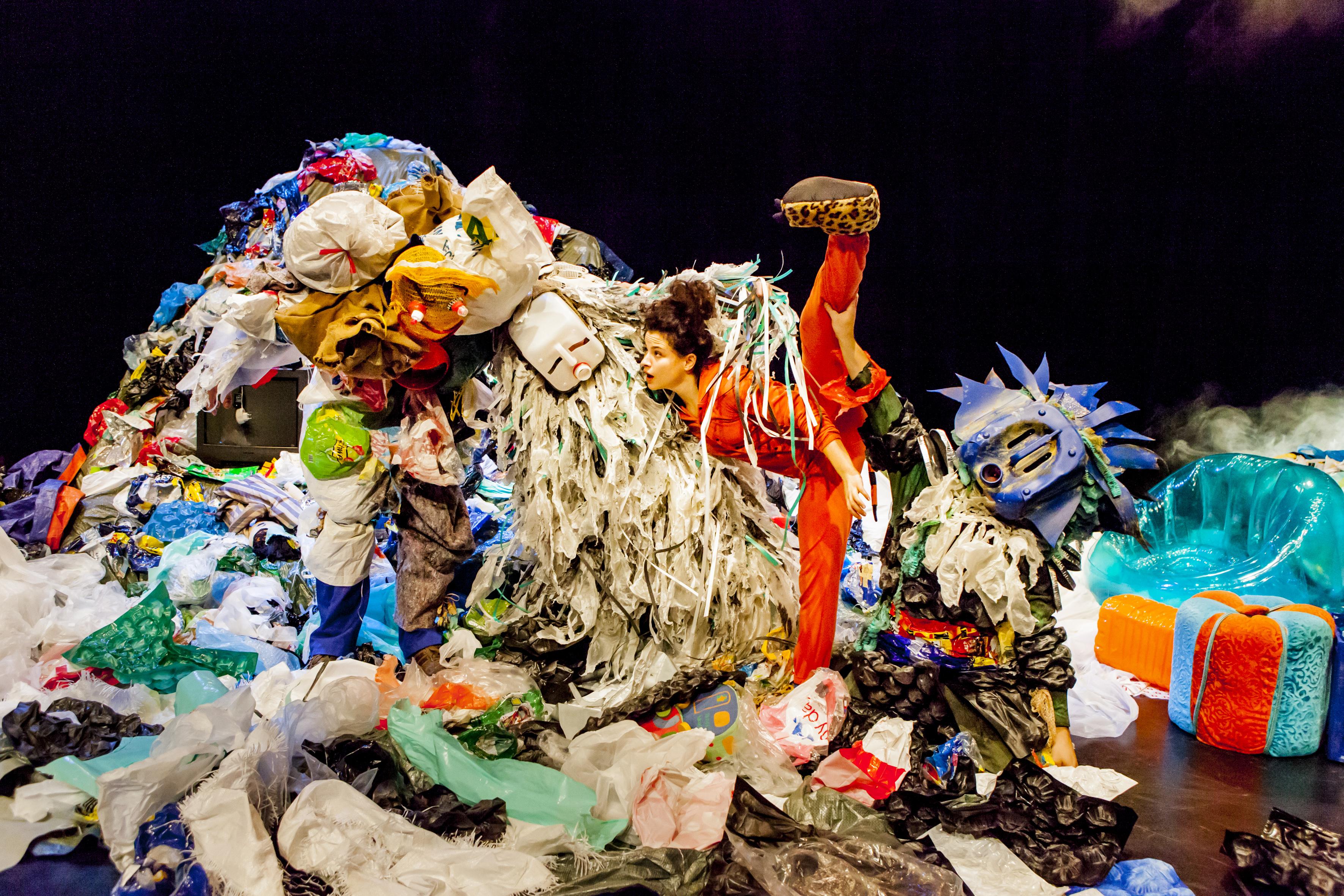Alex aux pays des poubelles (c) Charlotte Sampermans